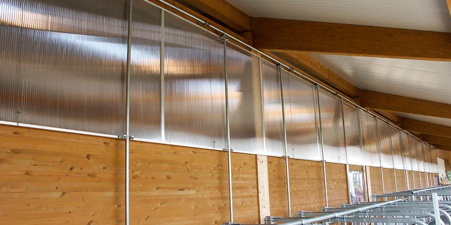 Absenkbares Lichtbandsystem für Stallungen